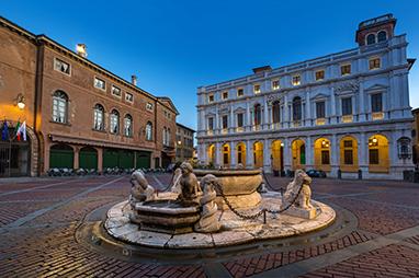Italy-Bergamo-Piazza Vecchia