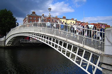Ireland-Dublin-Ha'Penny Bridge
