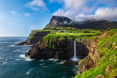 Denmark - Faroe Islands - Στον καταρράκτη Múlafossur
