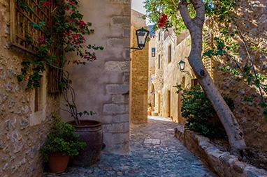 Peloponissos - Monemvasia - Get lost on the cobbled streets