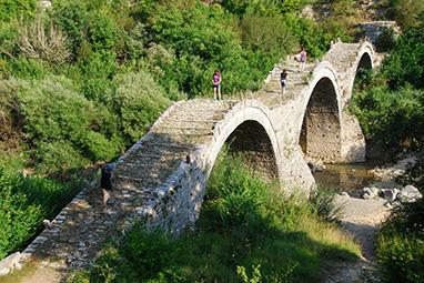 Epirus-zagorochoria-On the stone bridges