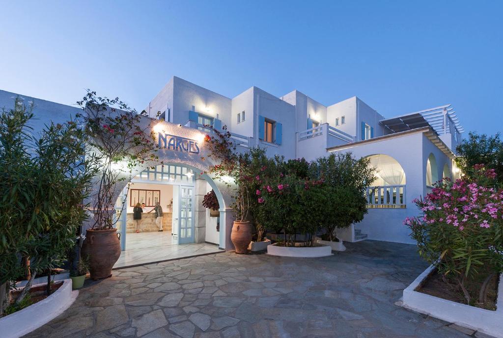 Parian Village Hotel, 3*